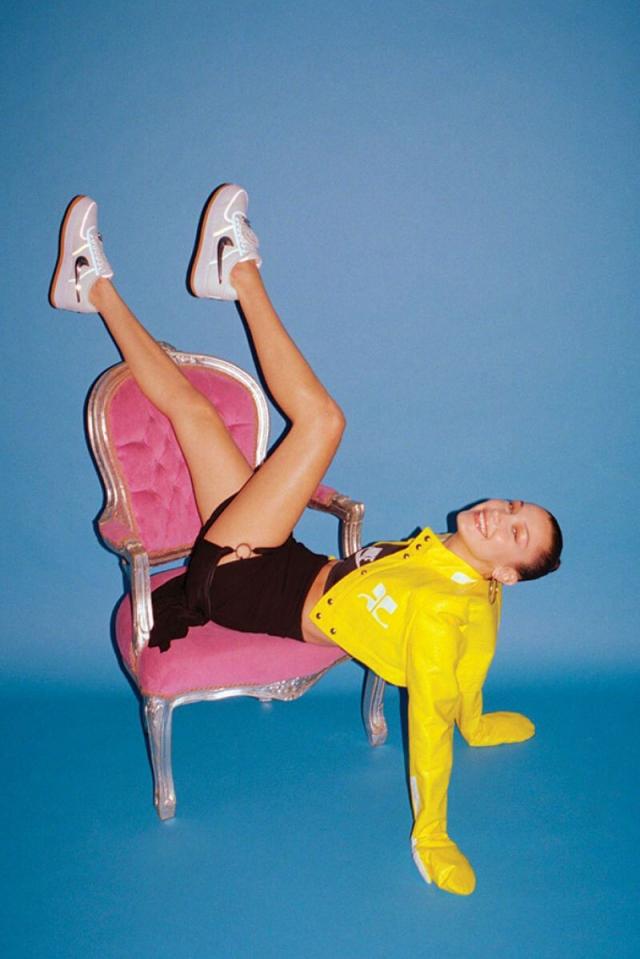 性感大长腿就是球鞋绝配!顶级超模也爱 OFF-WHITE x AJ1!