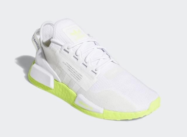 畅销潮流跑鞋新造型!全新 adidas NMD R1 V2 现已发售!