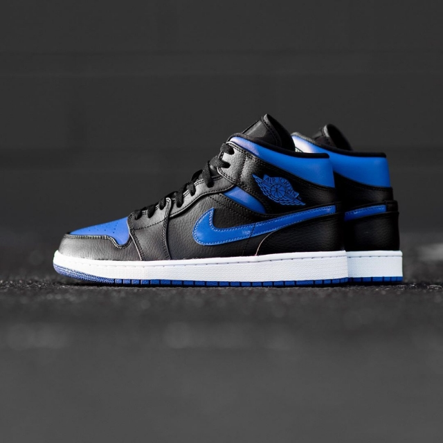 小黑蓝 AJ1 Mid 又有新品了!荔枝皮鞋身质感超细腻!