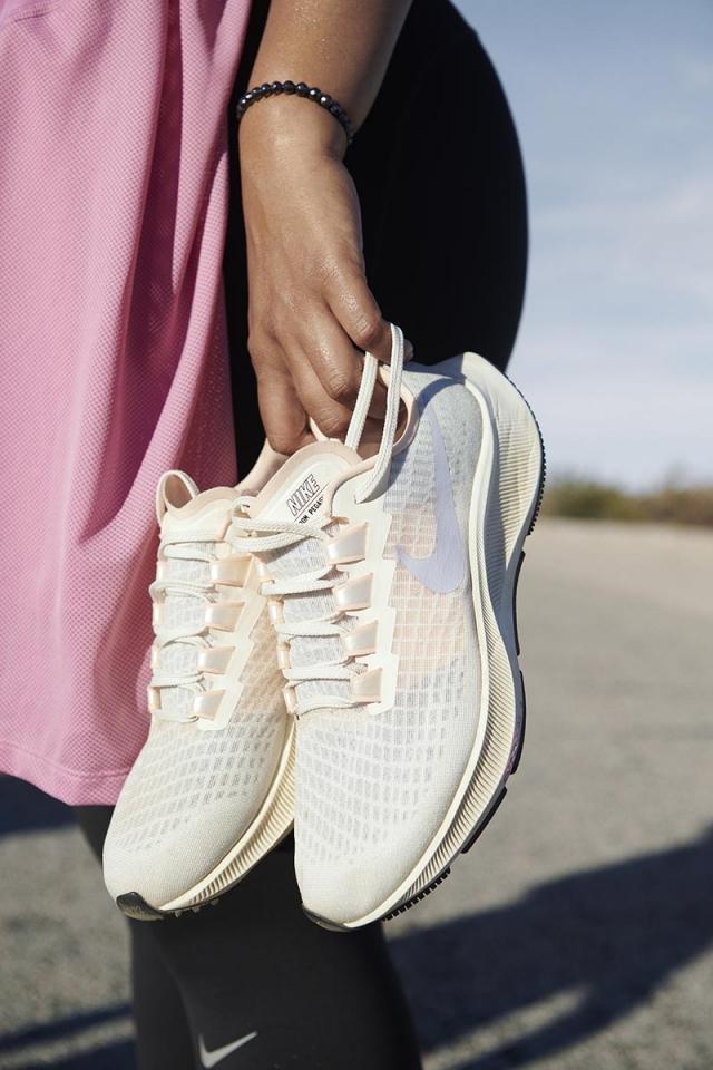 加厚 Zoom + 全掌 React!Nike 最新一代「飞马跑鞋」太顶了!
