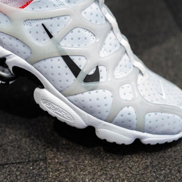 Stussy x Nike 全新联名到底香不香?先看上脚!
