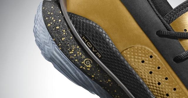 买鞋居然还送玩具!黑金 UA Curry 7 刚刚发售!