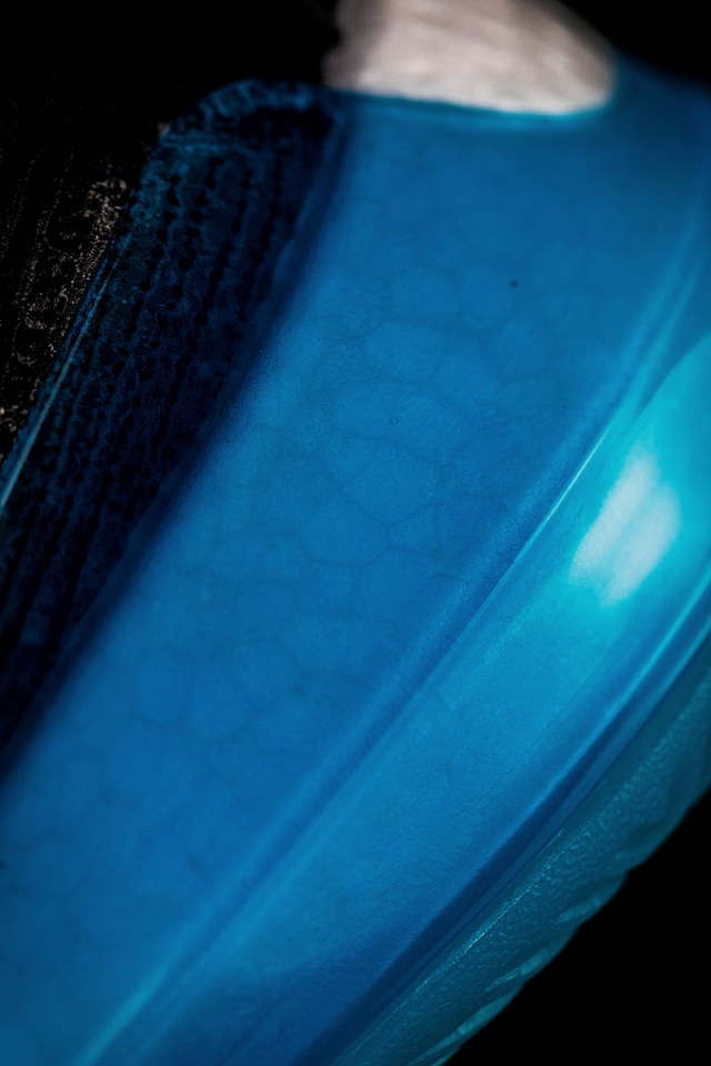 超强缓震 + 大碳板!公认「顶配战靴」后天发售,只看一眼就种草!