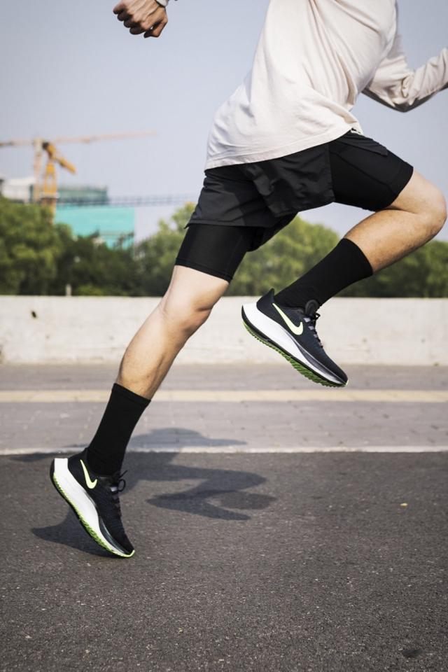 它是「最有江湖地位」的 Nike 鞋款!你想要的脚感颜值它都有!