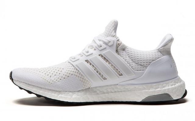 时隔五年回归!初代小白鞋 Ultra Boost 即将复刻发售!