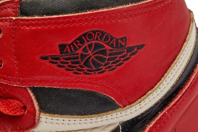 乔丹亲穿芝加哥 AJ1 起拍价十万美元!左右脚竟然不一样大...