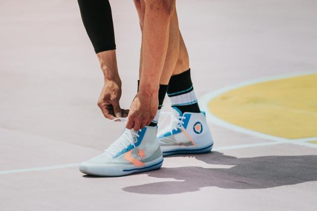 想买鞋的一定要看!匡威篮球鞋新配色登场!其中两款刚刚发售!