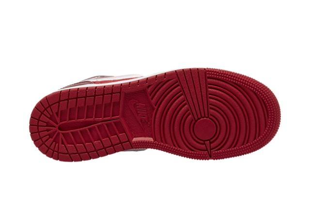 多材质拼接打造!这双 Air Jordan1 Mid 你打几分?