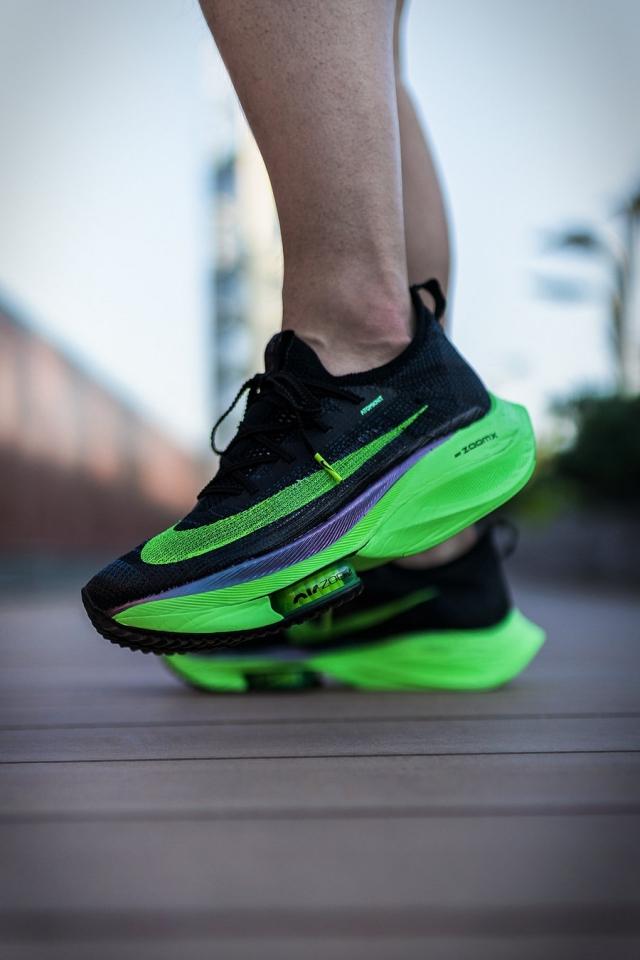 Nike 顶级跑鞋和 sacai 联名了?这双鞋感觉能火!