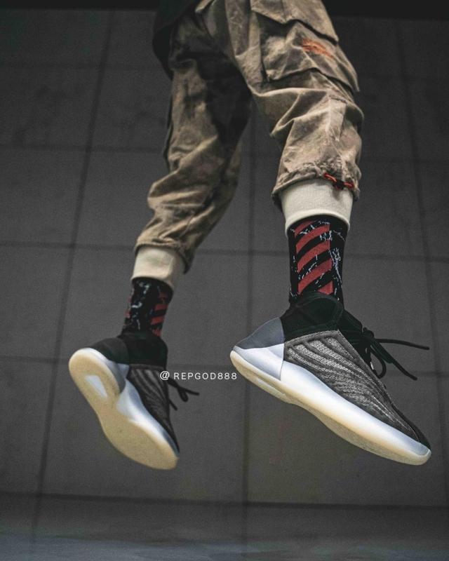 全新 Yeezy 篮球鞋发售延期!下月底登场,但是...