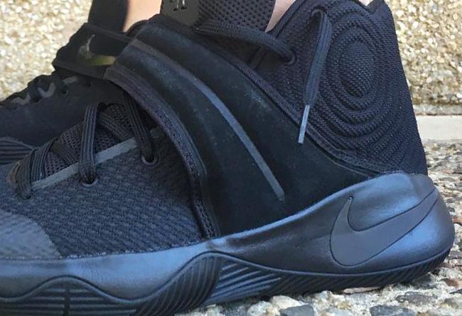 欧文二代战靴的新色发售依然没有 而质感十足的麂皮材质绑带,加上