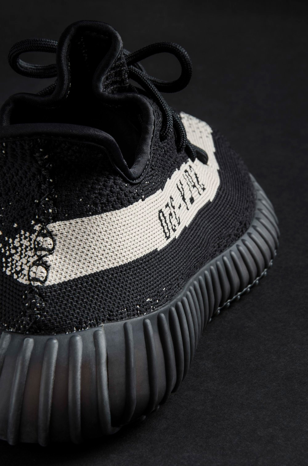 Yeezy boost 350 v2 infant cblack / cblack / red