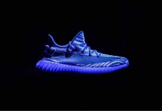 "adidas,Yeezy Boost 350 V2  带有奇幻效果的 Yeezy Boost 350 V2 ""Zebra"" 你是否想要?"