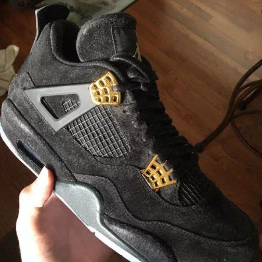 AJ4,Air Jordan 4  要说黑金 Air Jordan 4,我只想买这一双!