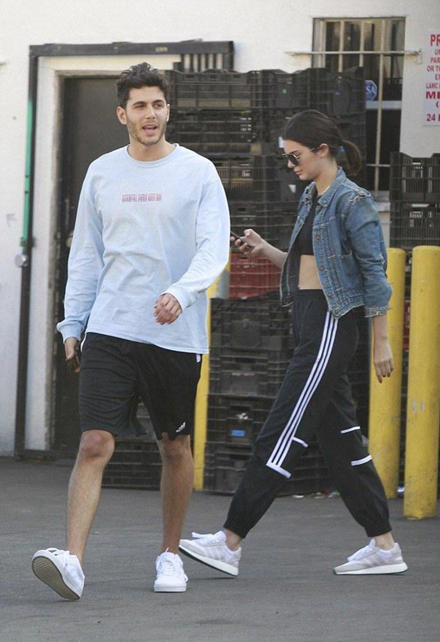 adidas,Iniki Runner,BB2101  超模 Kendall Jenner 上脚的这双鞋,你也可以轻松拥有!