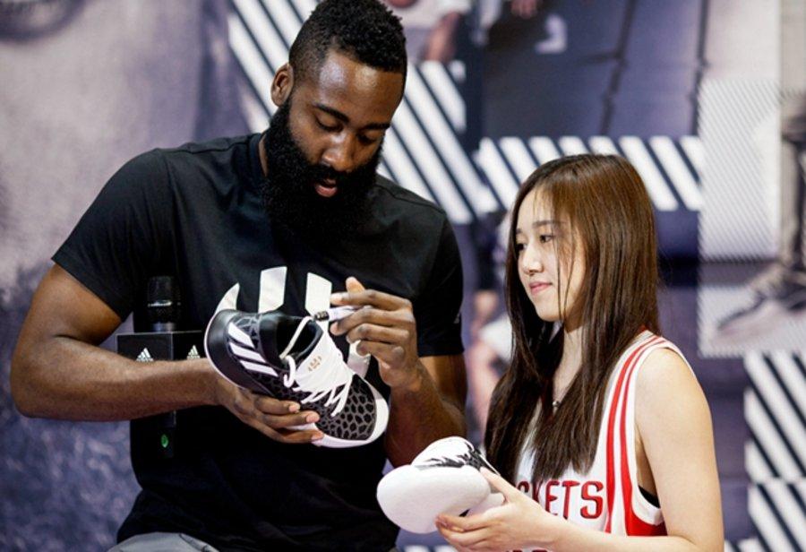 粉丝,上,脚,NBA,巨星,詹姆斯,哈登,2017,创异,  哈登中国行杭州站球鞋上脚!亮点竟然有这么多!