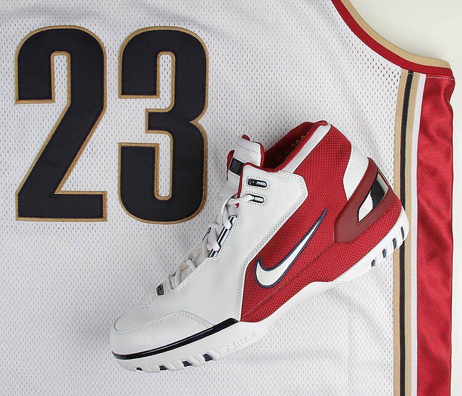 Nike,adidas,AJ  球鞋圈最有名的 9 大球星代言战靴!它们背后的故事你更应该知道!