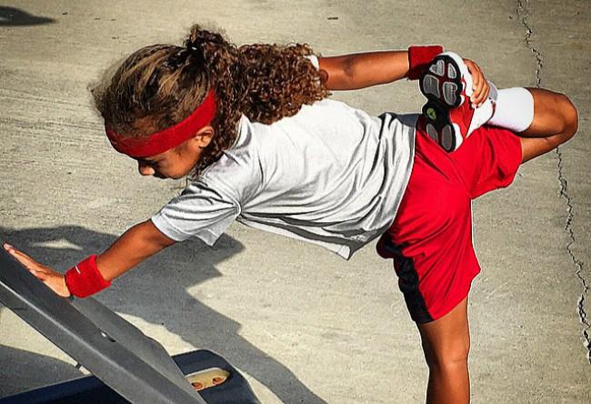 岁,女孩,不仅,拥有,百双,球鞋,球技,也,将,  8 岁女孩不仅拥有百双球鞋,球技也将打爆你!