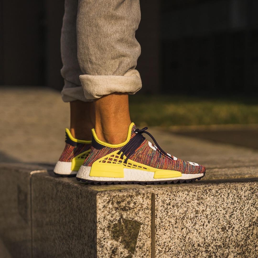 "Yeezy,EQT,Hu NMD  今年 adidas 的大招,就是让 Yeezy 居然有了 ""性价比""!"