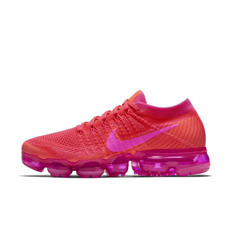 Air VaporMax,Nike  醒目又亮眼!这款粉红装扮的 Air VaporMax 你给打几分?