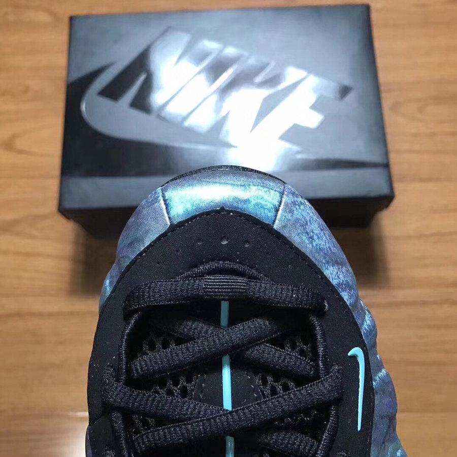 "Nike,Air Foamposite One,575420  细节完整曝光!妖异光泽 ""鲍鱼喷"" 下月发售"