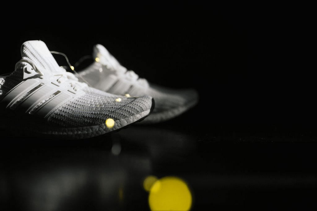 adidas,UltraBoost 4.0  黑白与纯白!两款经典配色 UltraBoost 4.0 现已发售