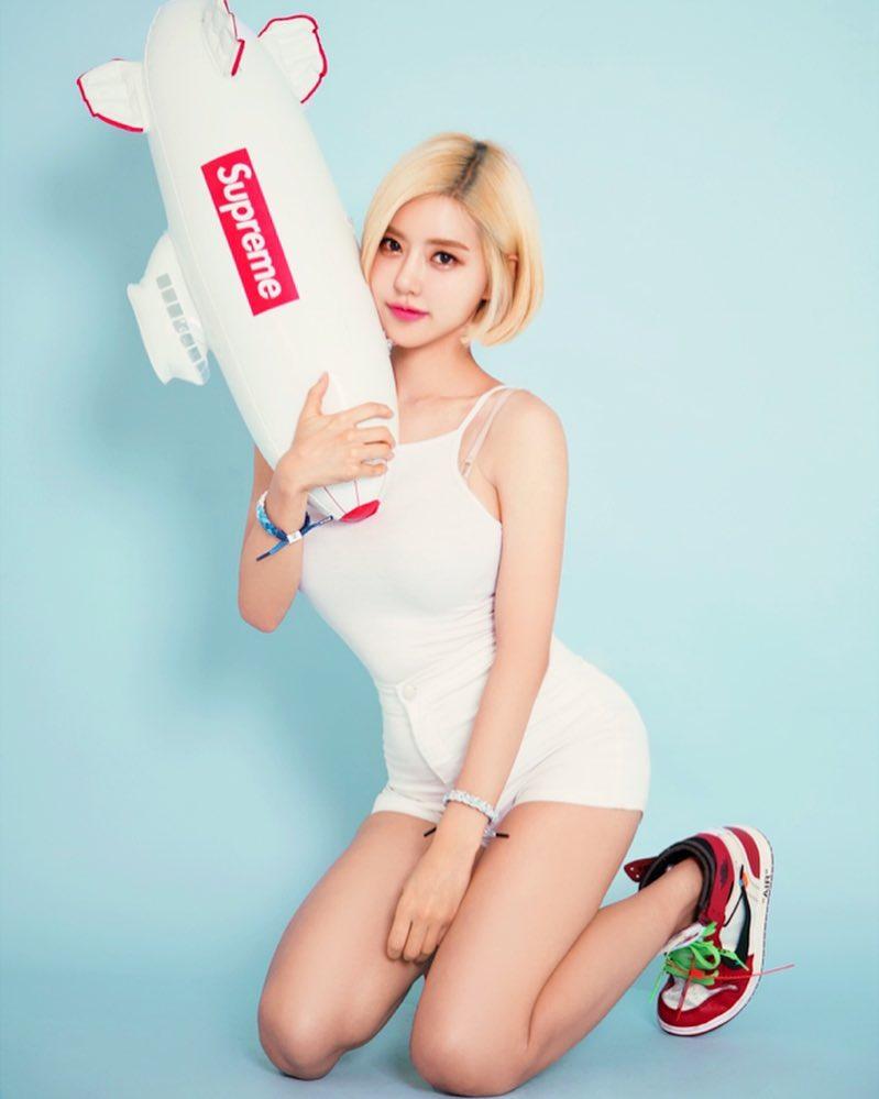 Nike,adidas,AJ  你们心仪的小姐姐们,为什么都开始穿球鞋了?