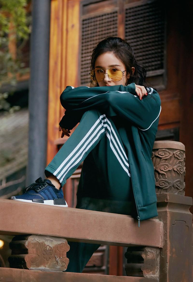 女明星颜值第一_超高颜值一览无遗!adidas Originals 带来全新杨幂街拍 球鞋资讯 ...