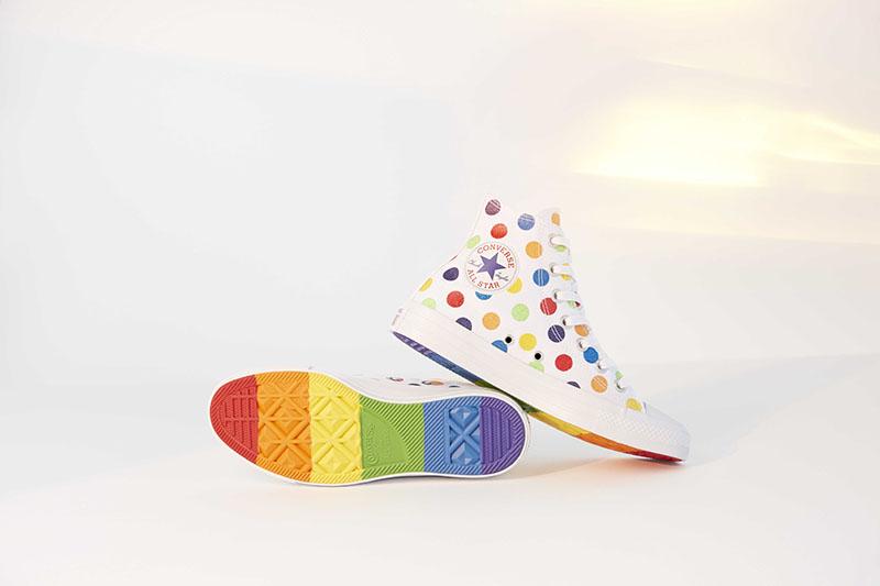 发售,Converse,Pride,LGBTQ,Miley  刚刚上架!Converse 携手 Miley Cyrus 带来全新 Pride 系列
