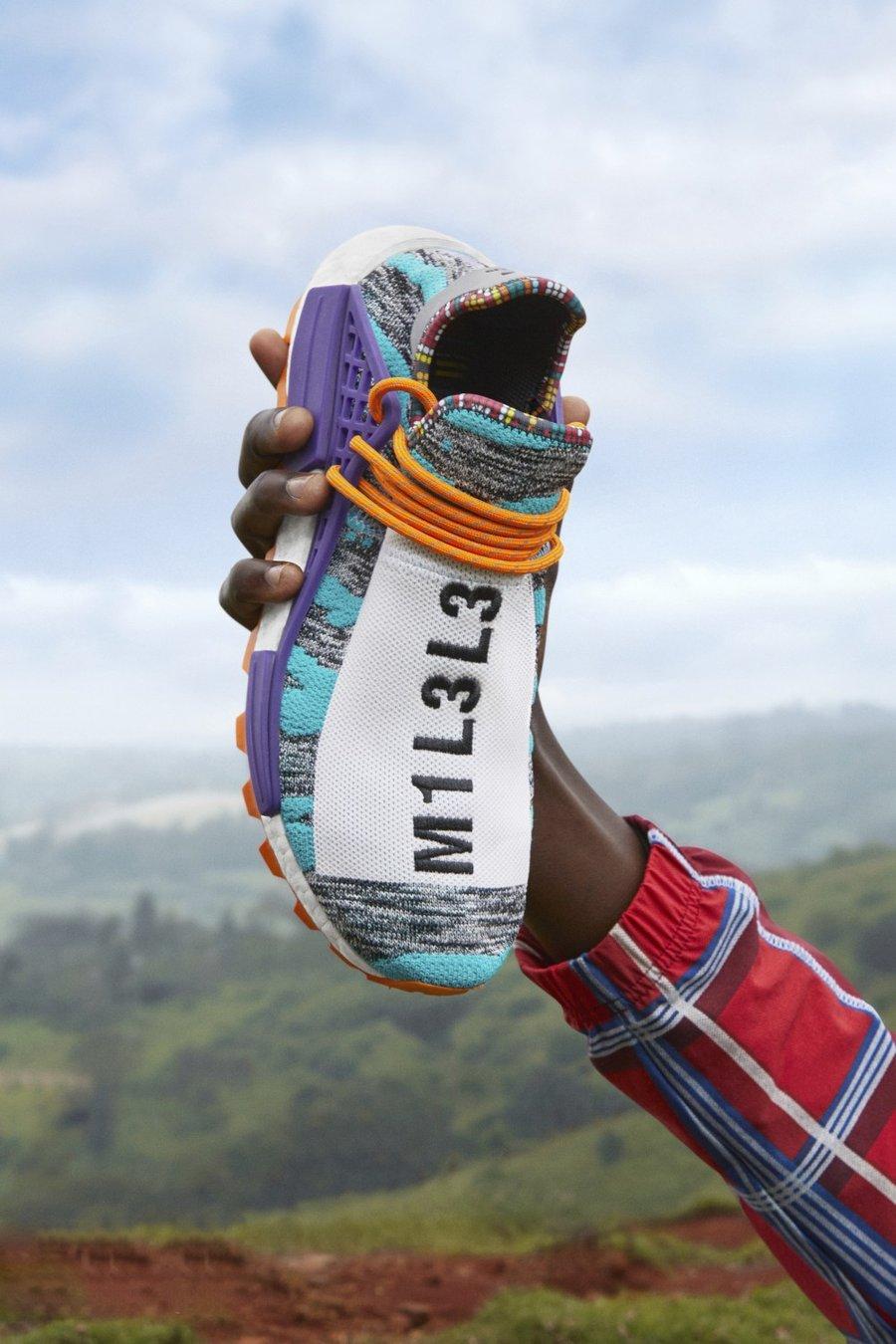 """在我们报道多次之后,adidas Originals 与 Pharrell Williams 联手打造的全新 """"SOLARHU"""" 系列终于正式揭开神祕面纱。 这一次 Pharrell 的灵感来自于他的东非之旅,从当地文化中并被他视为 """"冥想方式"""" 的跑步运动汲取灵感,再通过极具民族风格的多彩色调进行表达。  其中三双 Hu NMD 均采用带有独特条纹的撞色 Primeknit 鞋身,鞋面分别饰以结合数字的 """"MOTHER"""" 和 &l"""