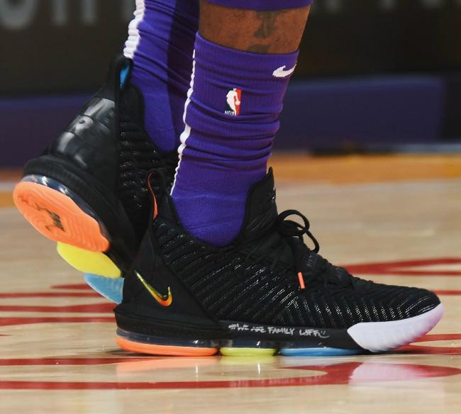 NBA,Fear of God,Nike,adidas  稀有猛货齐聚赛场!一周 NBA 赛场球鞋上脚精选!