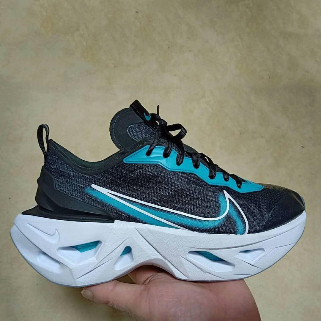 Nike  前所未见的超厚镂空中底!Nike 全新跑鞋首度曝光