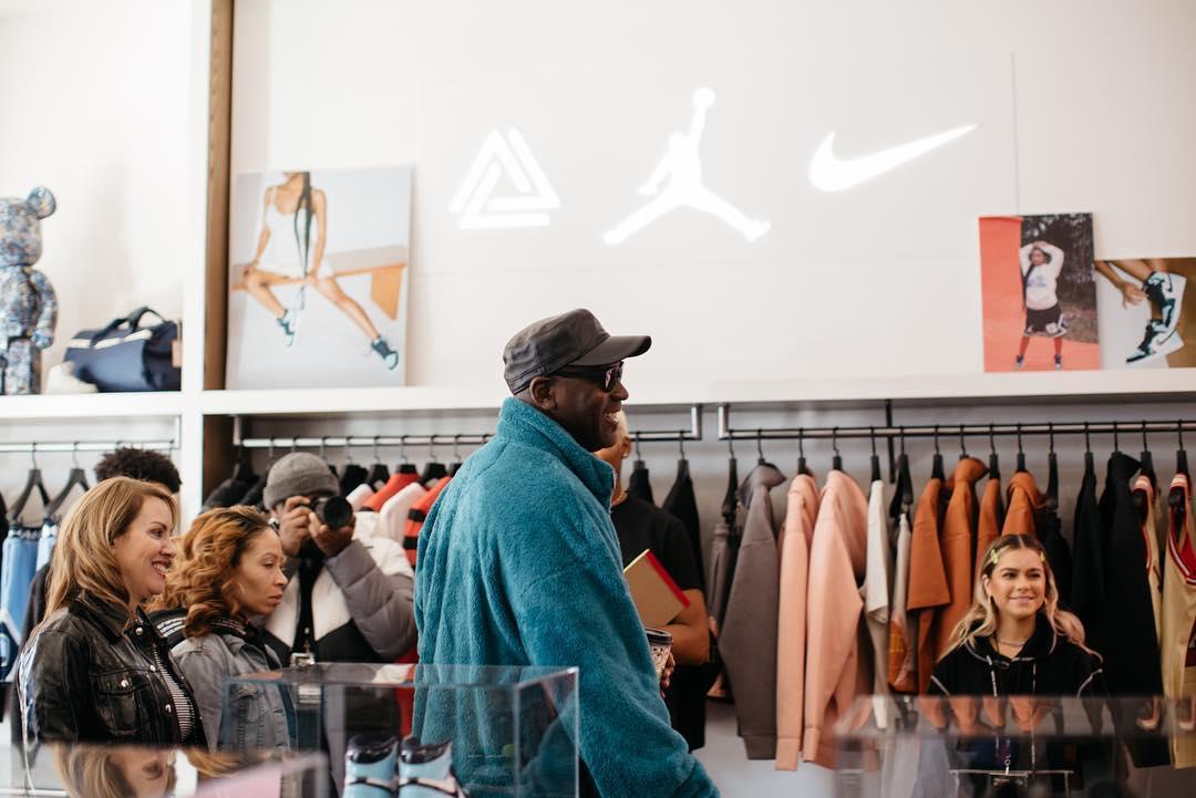 Travis Scott,AJ1,Air Jordan 1,  乔丹上脚反钩 Travis Scott x AJ1!这双鞋预售都已经上万了!