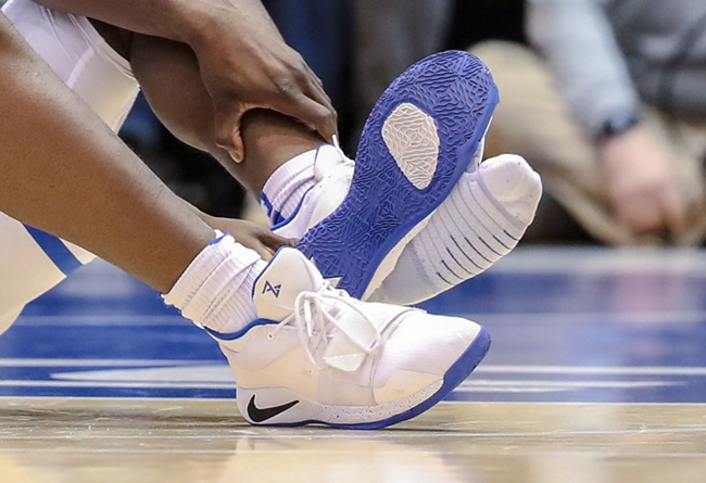 Zion,Nike,PG2.5  拍卖师估价 25 万美元!Zion 踩穿的 PG 2.5 仍在引发关注