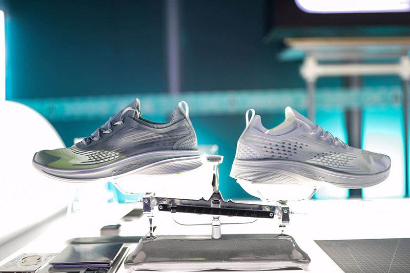 ANTA,FLASHLITE,安踏,氢科技  2 只蚂蚁就能拉着走!这双新跑鞋简直「轻的不像话」!