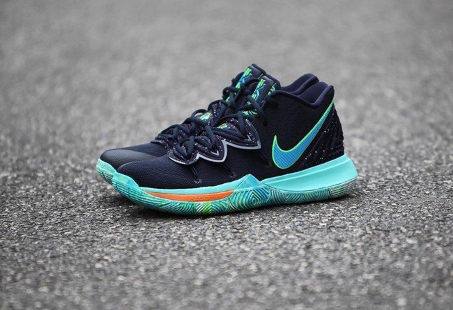 "Kyrie 5,Nike,发售,AO2918-400  泼墨鞋面 + 多彩扎染外底!全新配色 Kyrie 5 ""UFO"" 即将发售!"