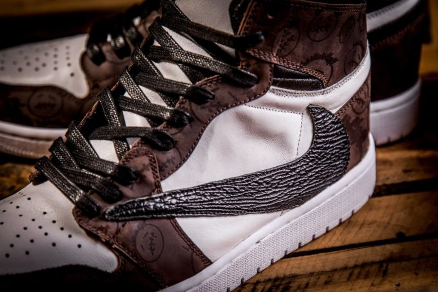 Air Jordan 1,SB Dunk,定制  Travis Scott 反勾还有特殊版本?这两双鞋材质有点高端!