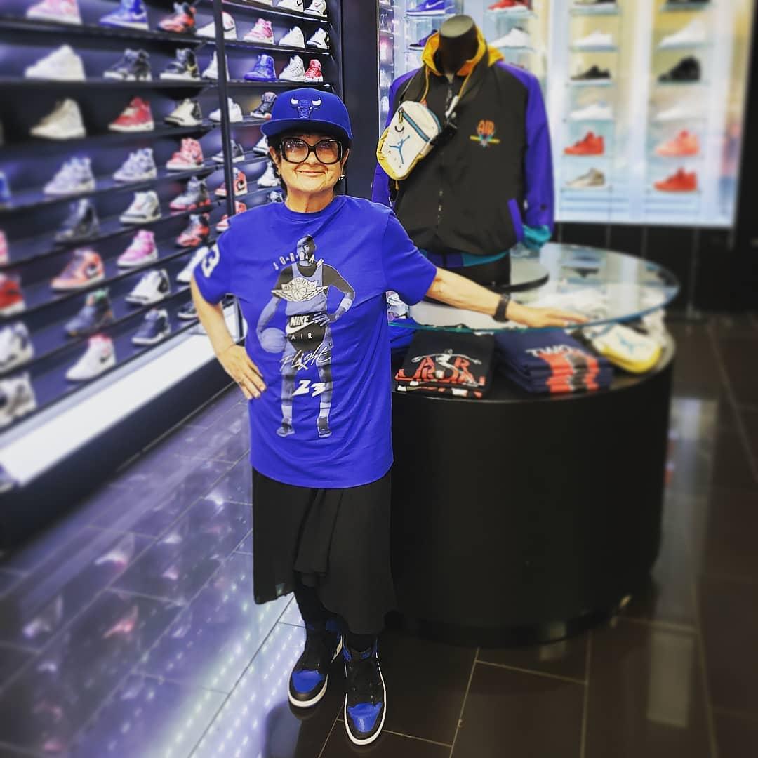 上脚,Supreme,Nike,Air Jordan  除了穿反钩的苏大强,这些「球鞋老人」狠起来真可怕!