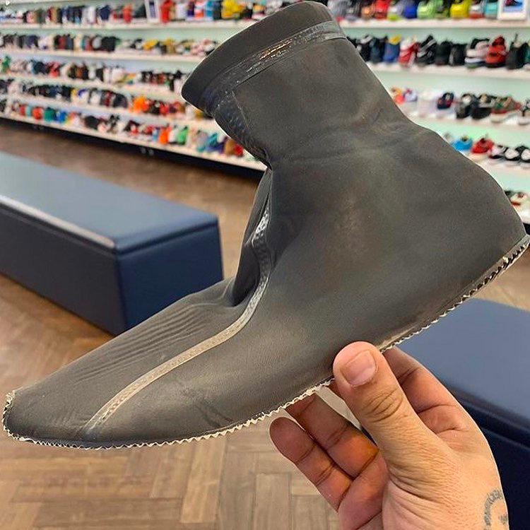 "Yeezy Scuba,Yeezy  侃爷的「怪异新鞋」上脚效果到底如何?这鞋能 ""真香""??"