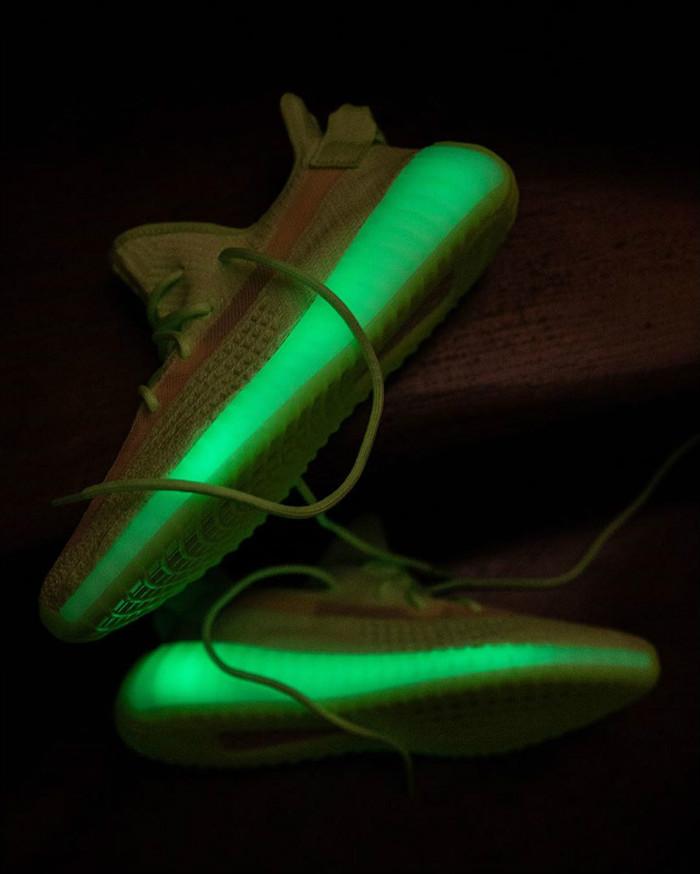 adidas,发售,鹿晗,Yeezy,Yeezy 350 B  鹿晗已上脚!夜光 Yeezy 350 V2 你中签了么?
