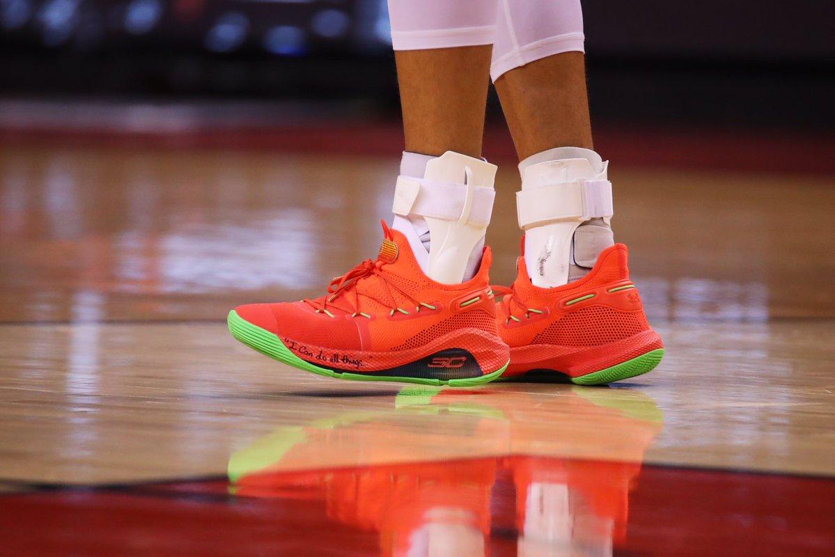 今早,NBA,季后赛,总决赛,第二,场,正式,开打,。,  Drake 暗讽杜兰特?NBA 季后赛上脚欣赏!