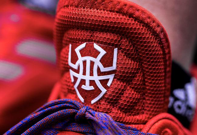 米切尔,D.O.N. ISSUE #1,adidas  初代就是「漫威联名」!定价 699,这双蜘蛛侠签名鞋超良心