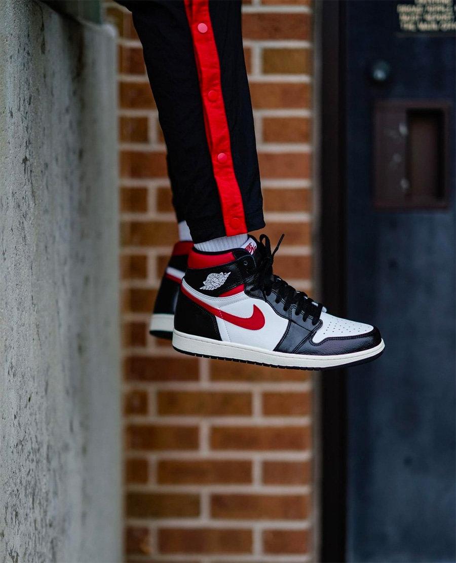 555088-061,AJ1,Air Jordan 1 555088-061 红钩黑脚趾 Air Jordan 1 今早发售!来看看帅气的上脚图吧!