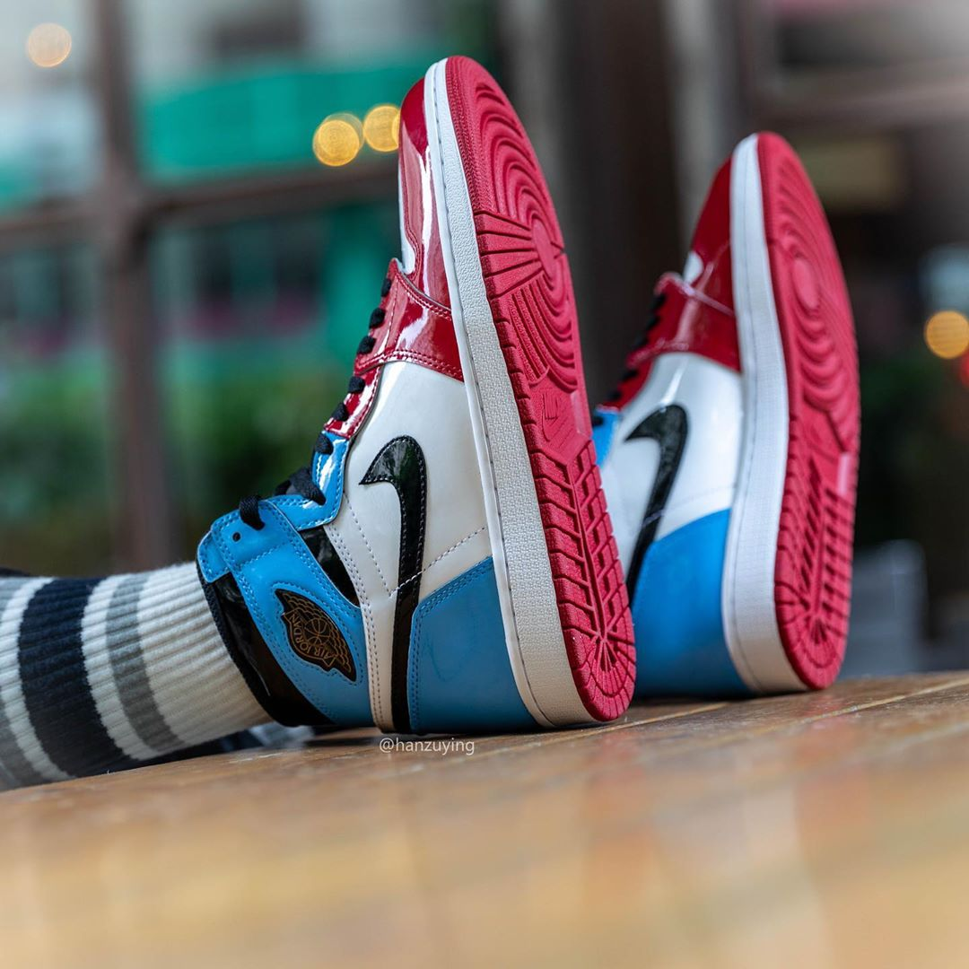 AJ1,Air Jordan 1,CK5666-100,上脚  芝加哥 + 北卡蓝 Air Jordan 1 上脚照来了!你觉得好看吗?
