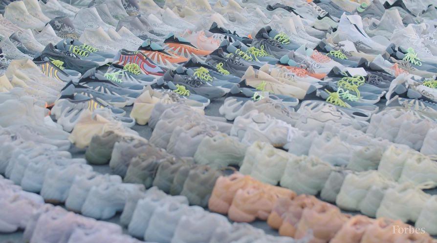 Yeezy 350 V3,adidas,明星,上脚  侃爷上脚 Yeezy Boost 350 V3 !巨量 Yeezy 样品首次曝光!