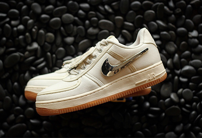 Travis Scott,Air Force 1,AF1,发  只惦记反钩 AJ1 Low?Travis Scott 亲晒的 AF1 可别忘了!