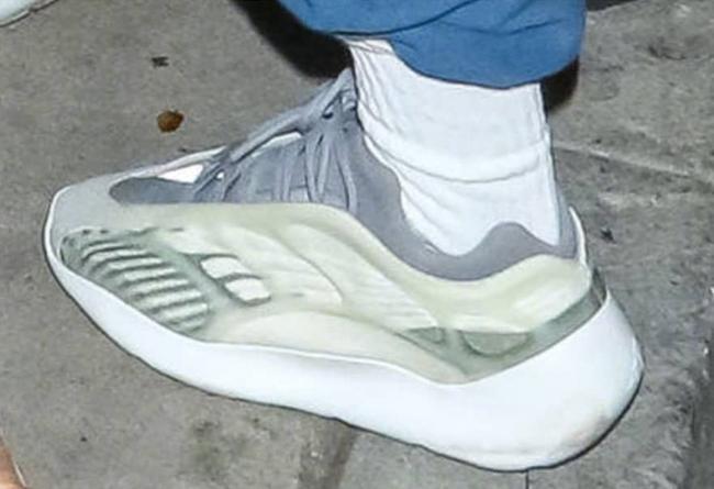 侃爷,Kanye West,Yeezy,明星  侃爷又上脚了一双 Yeezy 神秘鞋款?这回连 Boost 都没有了