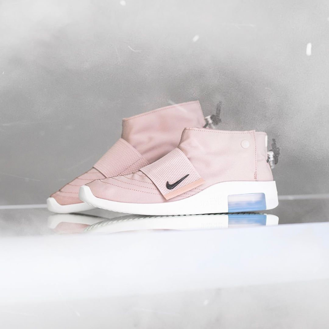 FOG,Nike,Fear of God,发售  FOG x Nike 再出新品!粉嫩 Air Fear of God Moc 本周发售