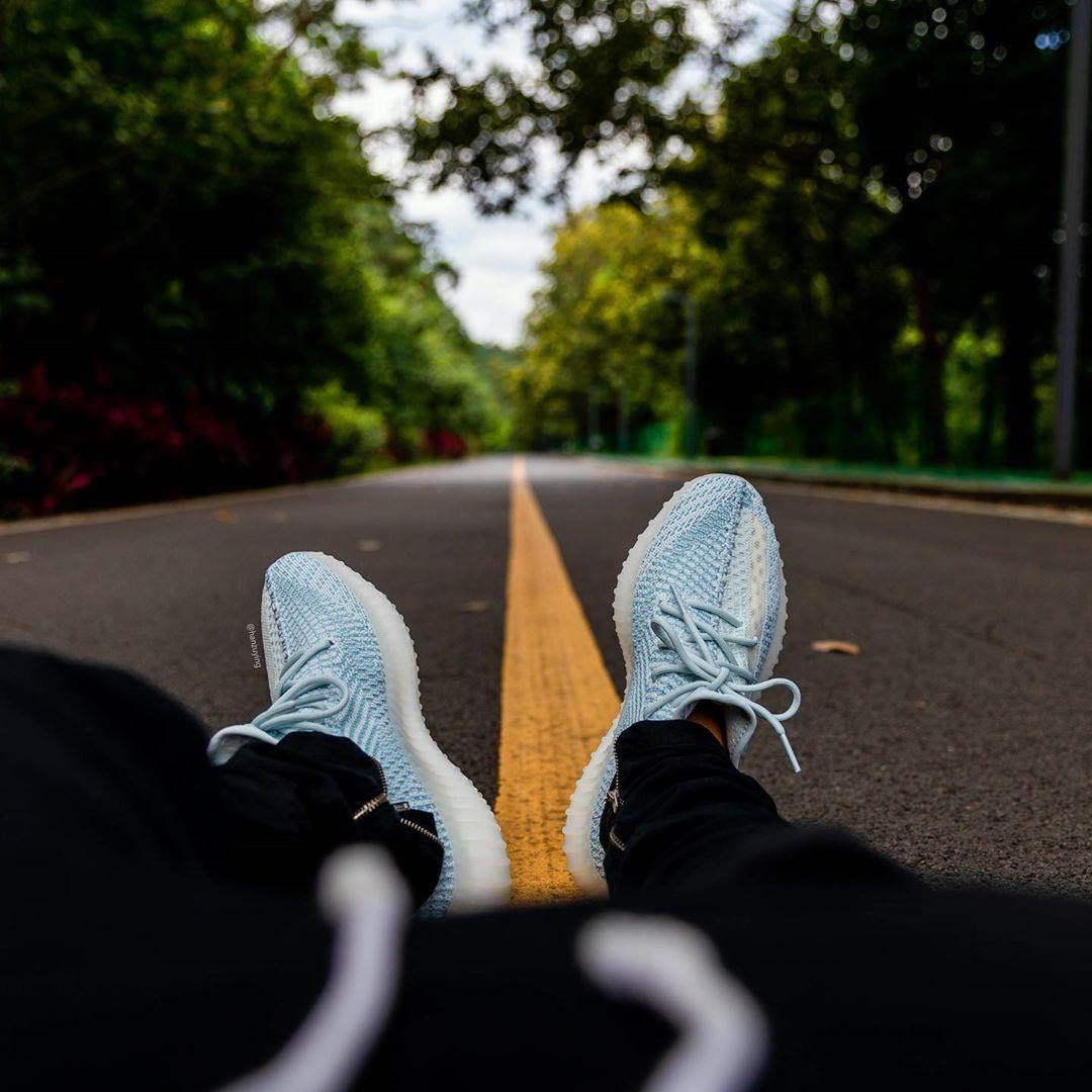 Yeezy 350 v2,Yeezy,adidas,发售,C 神仙配色!「冰蓝 2.0」Yeezy 350 V2 上脚美图来了!
