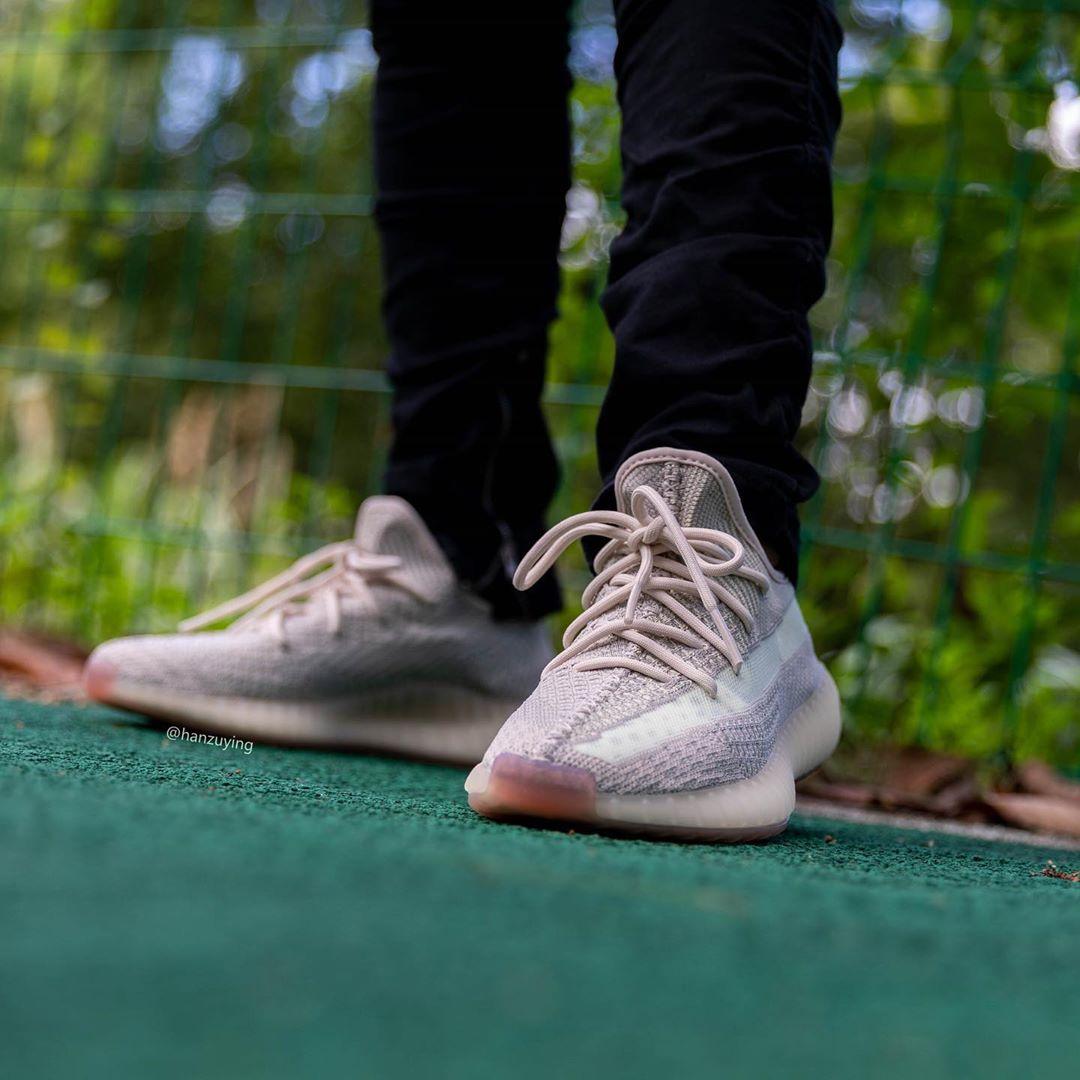 adidas,Yeezy,Yeezy Boost 350 V 两双 Yeezy 350 V2 同一天发售!你选「拼接」还是「冰蓝」?